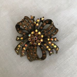 Jewelry - Vintage look bow brooch with rhinestone